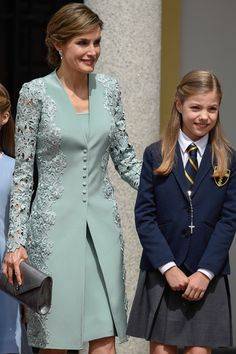 Queen Letizia of Spain and Princess Sofia of Spain pose for the photographers before the First Communion of Princess Sofia of Spain at the Asuncion de Nuestra Senora Church on May 2017 in Madrid, Spain. Stylish Dresses, Simple Dresses, Short Dresses, Couture Dresses, Fashion Dresses, Fancy Dress Design, Lace Dress Styles, Plus Size Gowns, Designs For Dresses