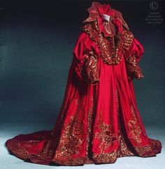 (Costume of Mephisto from Arepo, Centre National du Costume de Scene) Alexander Grassner Große 46 Style Couture, Couture Fashion, Historical Costume, Historical Clothing, Mephisto, Dress Dior, Elisabeth I, Theatre Costumes, Mode Vintage