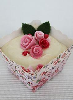 Cupcake with pink roses by flickan & kakorna, via Flickr