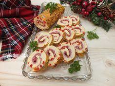 Aleda konyhája: Szalámis tekercs Cheesy Recipes, My Recipes, Cooking Recipes, Cold Dishes, Hungarian Recipes, Food Platters, Food Art, Sushi, Sausage