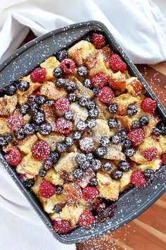 When fresh berries are in season, this is the perfect breakfast. Everyone is going to want a slice! Get the recipe for our berry bake with cream cheese and lemon now on Foodal. #seasonalproduce #berries #foodal Baked Breakfast Recipes, Breakfast Bake, Perfect Breakfast, Brunch Recipes, Gourmet Recipes, Baking Recipes, Breakfast Casserole, Clean Eating Snacks, Cookies Et Biscuits