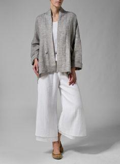 Flattering V-neckline linen raglan jacket with gently rolled edges.