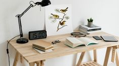 The latest news on Organization is on POPSUGAR Smart Living. On POPSUGAR Smart Living you will find news on travel, productivity, happiness and Organization. Home Office, Office Desk, Hygge, Table En Pin, Work From Home Options, Cool Desk Accessories, Table Ikea, Flower Power, Feng Shui