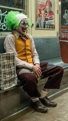 Joker 2019 Joaquin Phoenix Clown HD Mobile, Smartphone and PC, Desktop, Lapto. - Best of Wallpapers for Andriod and ios Joaquin Phoenix, Der Joker, Joker Art, Joker Clown, Clown Horror, Dc Comics, Dc Universe, Joker Phoenix, Joker Film