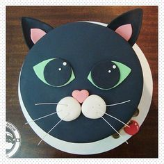 New Birthday Cake Cat Theme Ideas Kitty Party, Fondant Cakes, Cupcake Cakes, Cat Cupcakes, Dog Cakes, New Years Party Themes, Birthday Cake For Cat, Novelty Cakes, Cute Cakes