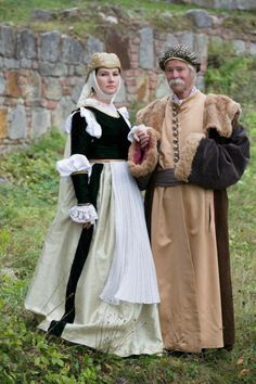 Costumes: Polish court, century (from a spectacle about Marcin Kromer). Reconstruction by Nomina Rosae. Clothes Pavel and Selina's parents might have worn. Renaissance Men, Renaissance Clothing, Renaissance Costume, Historical Costume, Historical Clothing, Mens Garb, Polish Clothing, Folk Costume, Mary Costume