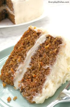 Moist Carrot Cake Recipe Practically everyone has a carrot cake recipe that they think is the best but after just one bite of our extra moist carrot cake recipe we think youll reconsider! The post Moist Carrot Cake Recipe appeared first on Rezepte. Just Desserts, Delicious Desserts, Dessert Recipes, Yummy Food, Dinner Recipes, Dessert Blog, Moist Carrot Cakes, Best Carrot Cake, Carrot Cake Loaf