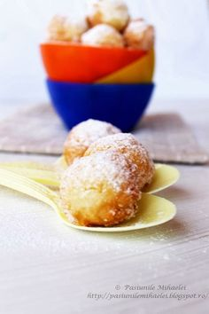 gogosi Fritters, Crepes, My Recipes, Donuts, Yogurt, Pancakes, Food And Drink, Pudding, Cooking