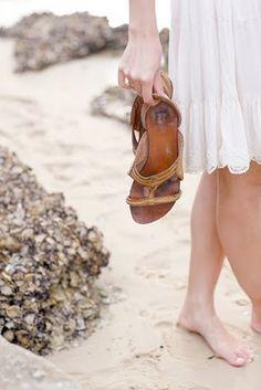 I love blote voeten in het warme zand...