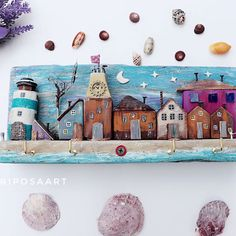 Driftwood Projects, Driftwood Art, Clay Crafts, Diy And Crafts, Wooden Key Holder, Hand Painted Rocks, Adult Crafts, Beach Crafts, Miniature Houses