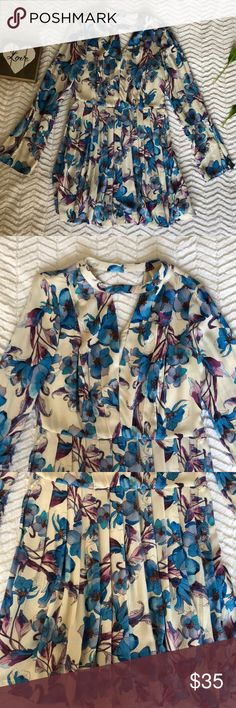 Floral print dress! Blue, purple and tan dress! SO CUTEEEEE! Too big for me ://// size 4! Can be belted at waist. Free People Dresses Midi