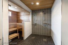 Pinnasin tän muistutukseksi itselleni remppaa ajatellen. 2 suihkua ja lasiseinä saunaan vois toimia meilläkin.