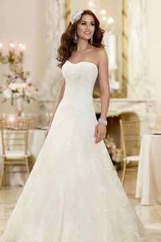 2015 Custom Made Strapless Semi Sweetheart Neckline Bridal Gowns Elegant A Line Cathedral Train Lace Beads Tulle Beach Wedding Dresses Olesa Online with $106.03/Piece on Olesa's Store | DHgate.com