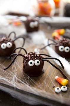 Make one of these festive Halloween snacks for your kids this year. They're bound to be a perfectly sweet ending to any Halloween party! Spooky Halloween, Halloween Snacks For Kids, Halloween Party Appetizers, Halloween Food For Party, Halloween Ideas, Halloween Pizza, Appetizer Party, Halloween Rocks, Halloween Baking