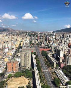 Esta es parte de nuestra bonita Caracas. La Caracas que parece hecha de bloques de Lego #CaracasLegoCity. La Caracas en donde aún queda gente buena pero muchos son los valores que hay rescatar para que sigamos creciendo más en número. La Caracas que tiene aún espacios desconocidos y que son únicos y por eso la hacen tan especial. Por eso es que yo quiero tanto a MI CARACAS. Que mientras viva no podré olvidar  ft @mahenriquezm == <<ESPECIAL TEAM>> en Caracas Entre Calles…