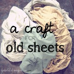 DIY:: A Beautiful Homemade Rug using old sheets. I was just thinking about what to do with some old sheets! Diy Bed Sheets, Old Sheets, King Sheets, Fabric Crafts, Sewing Crafts, Sewing Projects, Sewing Tips, Diy Projects To Try, Craft Projects