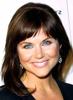 Check out this picture of Tiffani Thiessen's hairstyle. There's several different haircuts, looks, & styles that Tiffani Thiessen likes to showcase. Cheap Human Hair, Human Hair Wigs, Hairstyles With Bangs, Cool Hairstyles, Beautiful Hairstyles, Bangs Hairstyle, Layered Hairstyles, Medium Hair Styles, Curly Hair Styles