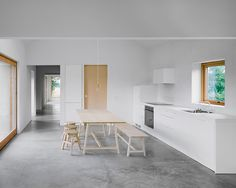 House on Gotland by Etat Arkitekter. House on Gotland is a minimal residence located in Gotland Sweden designed by Etat Arkitekter. Minimalist Interior, Minimalist Home, Interior Architecture, Interior Design, Architect House, Architect Design, Building A House, New Homes, House Ideas