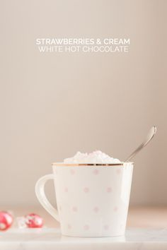 Strawberries and Cream White Hot Chocolate + Printables - The Sweetest Occasion Yummy Treats, Delicious Desserts, Sweet Treats, Smoothie Drinks, Smoothies, Non Alcoholic Drinks, Beverages, Hot Chocolate Recipes, Strawberries And Cream