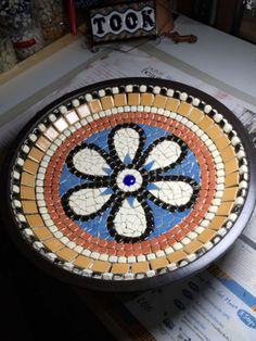 Mosaic Crafts, Mosaic Art, Mosaic Glass, Mosaic Birdbath, Mosaic Garden, Wooden Plates, Wooden Bowls, Mosaic Tile Designs, Diy Bird Bath