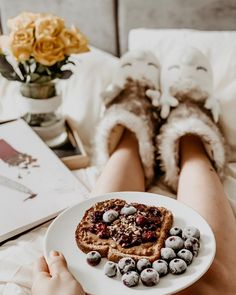 My kind of perfect morning 🤤 Breakfast in bed, preparing mentally for the day ❤️ It's been a busy period and it's going to be even busier… Breakfast In Bed, Morning Breakfast, Hygge, Period, Content, In This Moment, Lifestyle, Creative, Bed And Breakfast