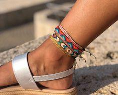 Anklet in Miyuki - Adriana Aristizabal Loom Bracelet Patterns, Bead Loom Bracelets, Ankle Bracelets, Jewelry Patterns, Masai Jewelry, Foot Bracelet, Diy Bracelets Easy, Ankle Chain, Beaded Anklets