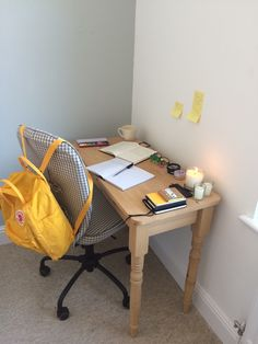 Literally my temporary study space is feeling so cute and making me really motivated!