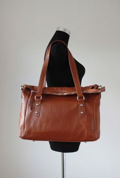 Brown+leather+tote+bag++brown+leather+bag+brown+by+Adeleshop,+$188.00 Brown Leather Messenger Bag, Brown Leather Satchel, Brown Leather Totes, Leather Bags, Next Purses, Purses And Bags, Crossbody Bag, Tote Bag, Gift List