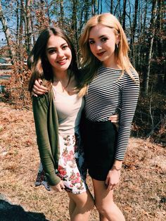 PEYTON LIST AND HER BEAUTIFUL BEST FRIEND. Sal