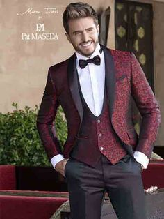 Mens Fashion Suits, Mens Suits, Men's Tuxedo Styles, Best Wedding Suits, Maroon Suit, Groom And Groomsmen Style, Designer Suits For Men, Tuxedo For Men, Business Outfits