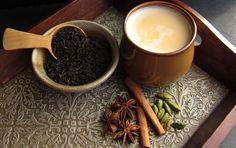 Receta de Masala Chai, bebida caliente dulce, con té negro y especias. Tradicional del sur de la India