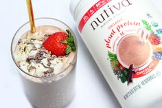 Our Chocolate Strawberry Protein Smoothie is packed with so much protein, fiber and dietary fats that you can use it as a hearty breakfast or midday snack. It's quick and easy, delicious and filling. Hemp Protein, Plant Based Protein, Vegan Protein, Smoothie Ingredients, Smoothie Recipes, Smoothies, Recipe Using Coconut Oil, Healthy Fats, Healthy Breakfasts