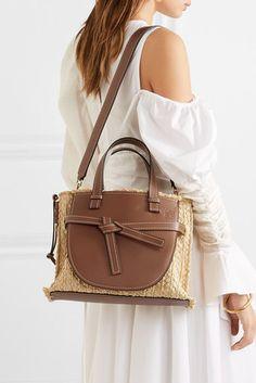 Bag goes Bambus à la Cult Gaia: Das sind die Taschen-Trends im Sommer 2019 - Cute Handbags, Tan Handbags, Cheap Handbags, Handbags Michael Kors, Fashion Handbags, Cross Body Handbags, Purses And Handbags, Fashion Bags, Luxury Handbags