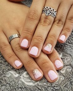 False nails have the advantage of offering a manicure worthy of the most advanced backstage and to hold longer than a simple nail polish. The problem is how to remove them without damaging your nails. Cute Nails, Pretty Nails, My Nails, Pretty Short Nails, Gel Manicure Nails, Pretty Nail Colors, Shellac, Nails Factory, Nagellack Design