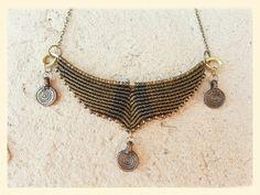 Collar tamaño M, hilo encerado sobre bronce, con piezas de bronce traídas de India. https://www.facebook.com/macrameraices?ref=hl