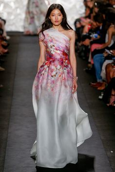 Naeem Khan Spring 2015 Ready-to-Wear - New York Fashion Week Pretty Dresses, Women's Dresses, Formal Dresses, Wedding Dresses, Wedding Veil, Fashion Week, Runway Fashion, Fashion Show, Uk Fashion