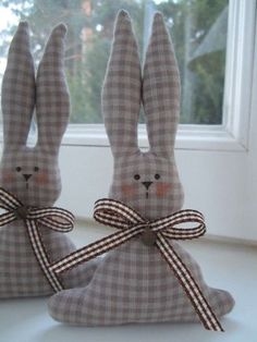 """""""Hung (a) ry paplan"""": patchwork nyuszi - egy tutorial Bunny Crafts, Easter Crafts, Spring Crafts, Holiday Crafts, Happy Easter, Easter Bunny, Easter Eggs, Diy Ostern, Sewing Dolls"""