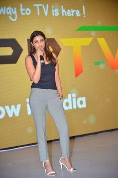 Madhuri Dixit Hot, Curvy Women Fashion, Womens Fashion, Funny Quotes In Hindi, Parineeti Chopra, Bollywood, Capri Pants, Fashion Outfits, Casual