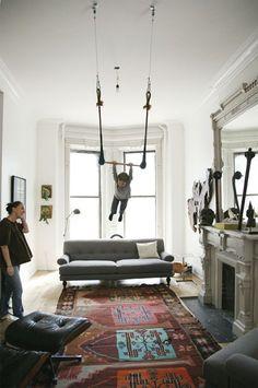 Swings in the salón? Yes please