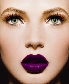 Vy makeup tutorial matte eyes dark lips make up fall makeup look dark lipstick lipstick lips choker necklace black choker eye dark lipstick makeup looks Doll Makeup, Eye Makeup, Hair Makeup, Makeup Contouring, Contouring Products, Fancy Makeup, Makeup Lipstick, All Things Beauty, Beauty Make Up