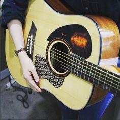 Acoustic Guitar Pickguard Basic Twist Wire Blue
