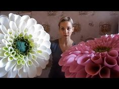 Giant dahlia from craft foam (EVA). Giant Paper Flowers, Big Flowers, Faux Flowers, Paper Dahlia, Paper Roses, Fleurs Style Shabby Chic, Origami Wall Art, Crepe Paper Crafts, Crepe Paper Flowers Tutorial