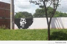 Street art has become rapidly more popular over the past 10 years or so, mostly due to rising popularity of artists such as Banksy. So street art is all well Jimi Hendrix, Banksy, Amazing Street Art, Amazing Art, Urbane Kunst, Street Art Graffiti, Graffiti Wall, Graffiti History, Graffiti Artwork