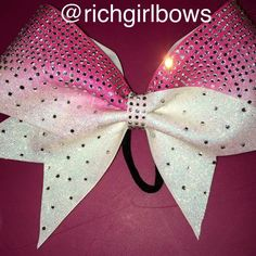 Rhinestone cheer bow #cheerbow #rhinestonecheerbow #softball #softballbow #fastpitch #allstarcheer #pageantbows #volleyballbows @richgirlbows #cheer #cheerleading