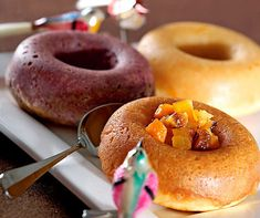 Mini-Savarins mit Blitz-Rumtopf Grand Marnier, Savarin, Blitz, Broccoli Salad, Doughnut, Mini, Desserts, Food, Play Dough
