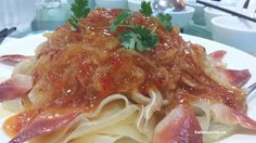 House special cold platter - rice pasta sheets topped with marinated jellyfish, sweet chili sauce and surf clams on a bed of julienned sweet melons and cucumber Rice Pasta, Sweet Chili, Clams, Jellyfish, Food Items, Platter, Cucumber, Surf, Restaurants