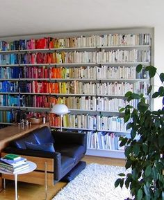 Michelle - Blog #Bookshelves - #Colors Fonte : http://remodelista.com/posts/round-up-books-by-color