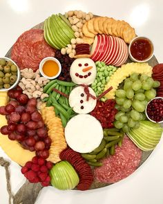 Christmas Party Food Appetizers Snowman Snack Board by The BakerMama Christmas Party Food, Christmas Brunch, Xmas Food, Christmas Appetizers, Christmas Cooking, Christmas Treats, Christmas Desserts, Christmas Eve, Christmas Lunch Ideas