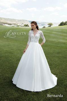 Tieto úchvatné svadobné šaty môžu byť Vaše. Kontaktujte nás ohľadom ďalších informácií.