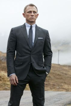James Bond Grey Suit worn by Daniel Craig, Grey Pinstripe Suit is taken from Skyfall movie, Jbsuits made this charcoal suit combinations for James Bond Fans Daniel Craig James Bond, Daniel Craig Skyfall, Daniel Craig Suit, Craig 007, James Martin, James Bond Skyfall, Rachel Weisz, Gentlemans Club, Moda Masculina